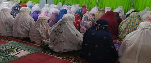 Kepala Dinas Sosial Kota Solok, Zulfadli,Himbau Jemaah Mesjid Al Furqon Untuk Patuhi Prokes