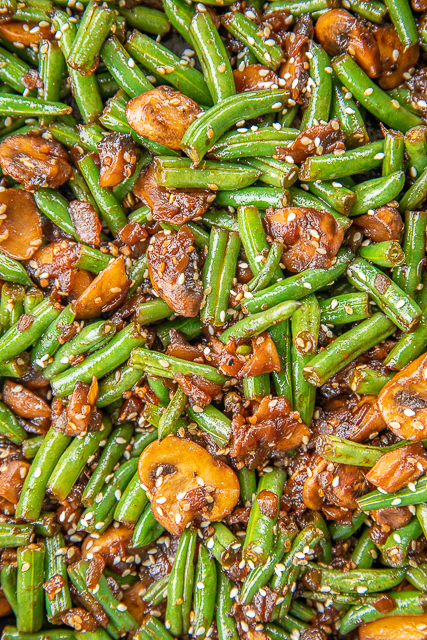 Teriyaki Green Beans - our favorite green bean recipe. SO delicious!! Green beans, shallot, mushrooms, garlic, teriyaki sauce and sesame seeds. Ready to eat in about 15 minutes. Great weeknight side dish! #sidedish #easysidedish #greenbeans #mushrooms