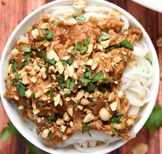 Slow Cooker Thai Peanut Chicken #dinner #lunch