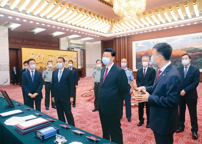 Uma cerimônia de conclusão e lançamento do sistema global de navegação por satélite BeiDou-3 foi realizada em Pequim em 31 de julho de 2020. O Presidente Xi Jinping participou da cerimônia, onde anunciou o lançamento oficial do BeiDou-3 e visitou uma exposição sobre as realizações feitas no desenvolvimento do sistema BeiDou. [Foto do repórter Ju Peng, da Xinhua]