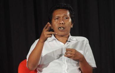 Adian Napitupulu Berani Pasang Badan Bela Jokowi, Sekarang Ditantang Keluar Barisan