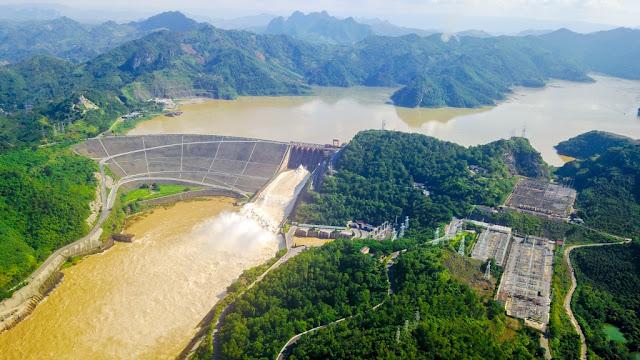 Vẻ đẹp mê hồn của đập thủy điện Hòa Bình