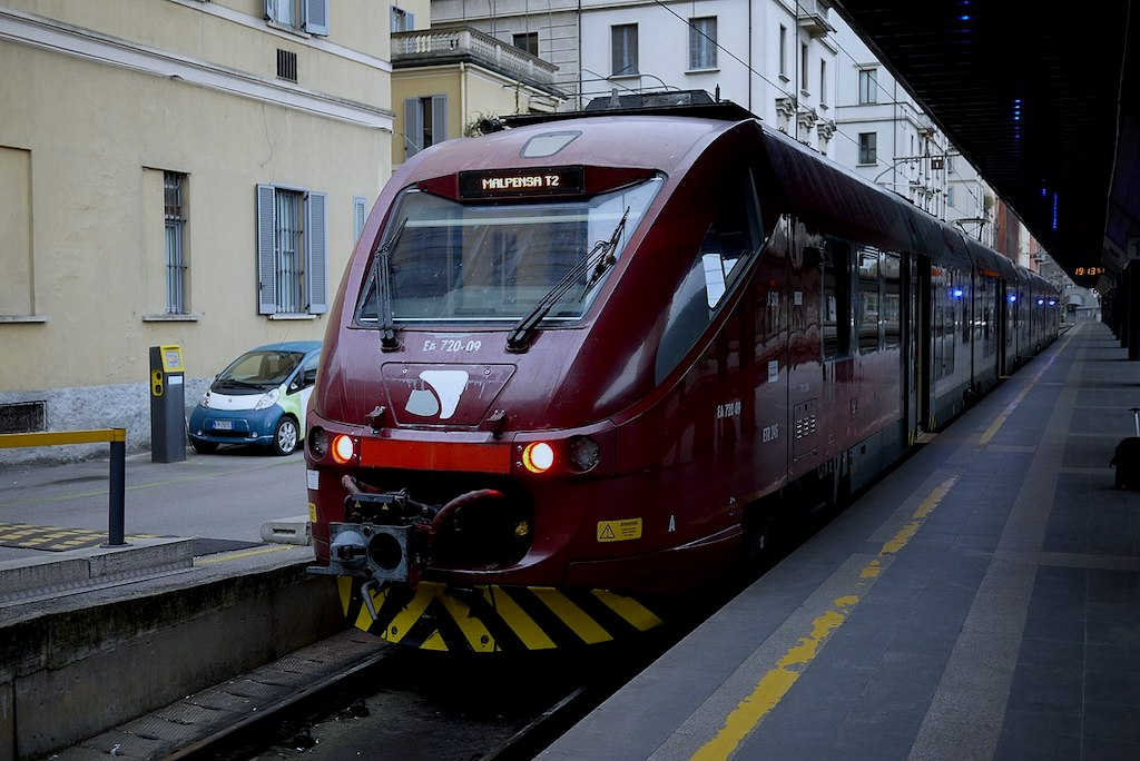 Malpensa express from Milan to Malpensa Airport