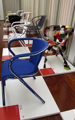 Cadeiras ADICO feita por criativos em exposição