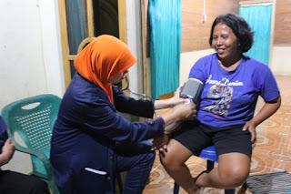 Memeriksa tekanan darah masyarakat Enggano