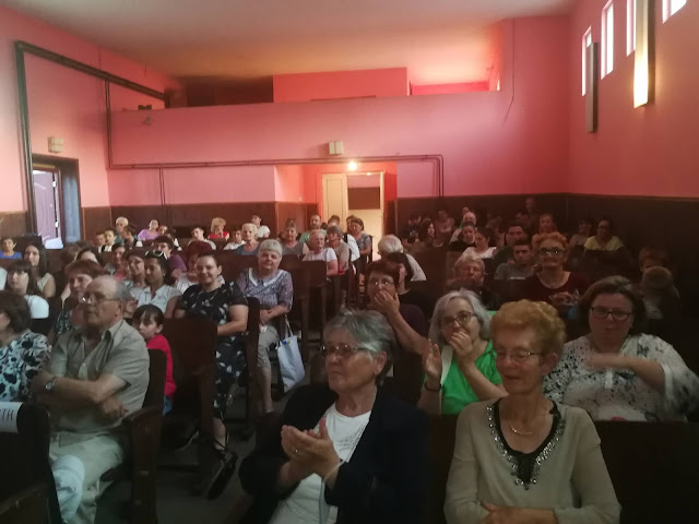 Поглед на публику у Дому Културе у Гардиновцима