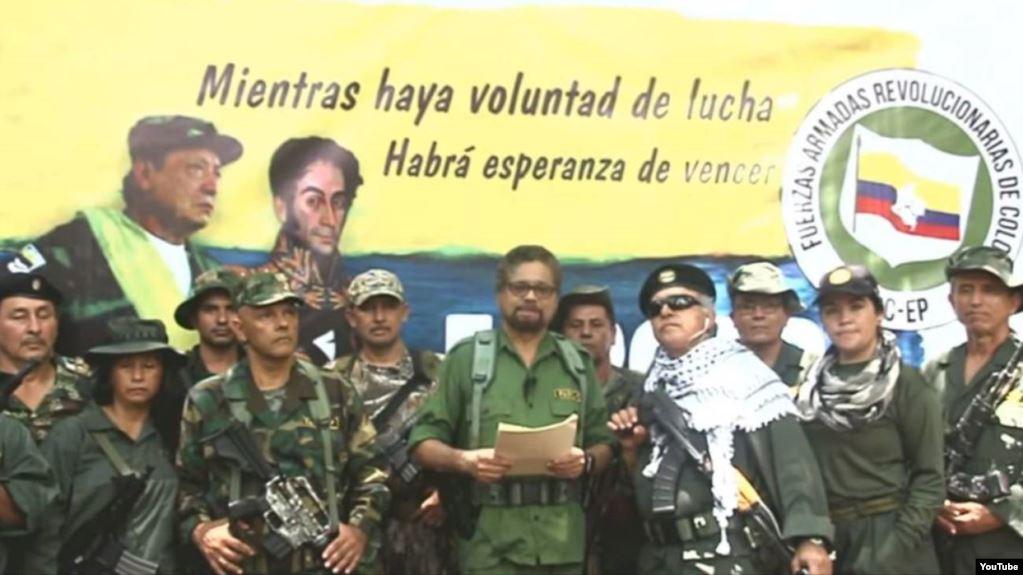 El líder de las FARC, Iván Márquez, anunció que vuelve a las armas junto con un grupo de rebeldes que se habían desmovilizado, en un video divulgado en YouTube / CAPTURA PANTALLA