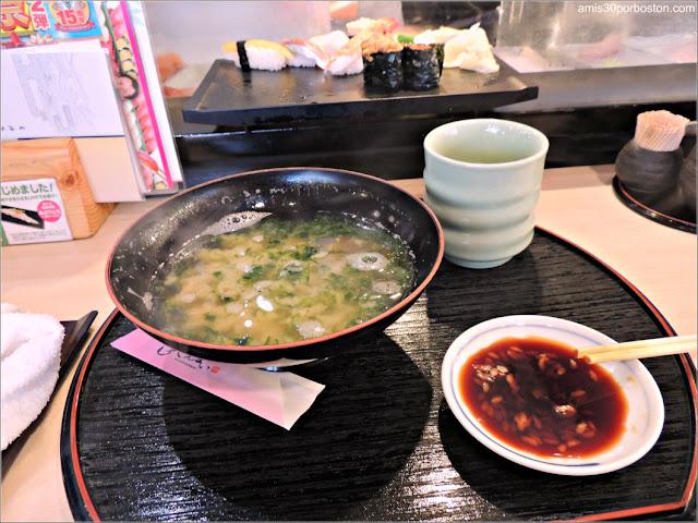 Seaweed Miso Soup en Sushi Zanmai, Tokio