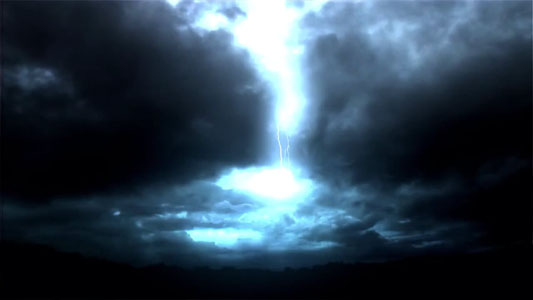 هذا الفيديو هو عباره عن فيديو مؤثرات جرافيك موشن للعواصف الرعديه والبرق بدقة hd. Stormy cloud and lightening compositing Stock Footage HD