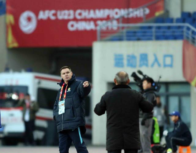 HLV Park Hang Seo chỉ đạo như Sir Alex, cãi nhau tay đôi với HLV Úc 6