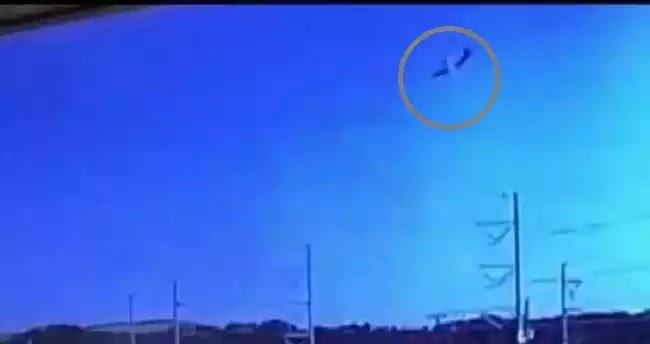 Βίντεο ντοκουμέντο: Η στιγμή που το C-130 βουτά και καρφώνεται με τη «μύτη» στο έδαφος