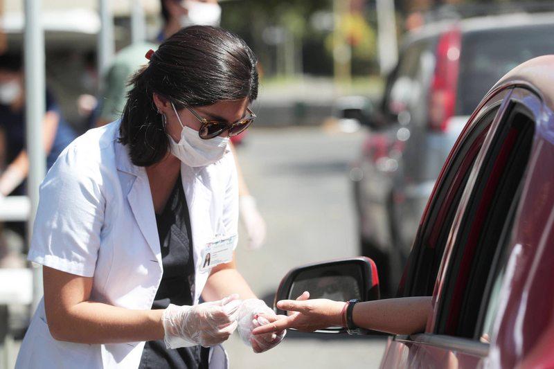 Así funcionan los test rápidos que buscan pacientes con anticuerpos