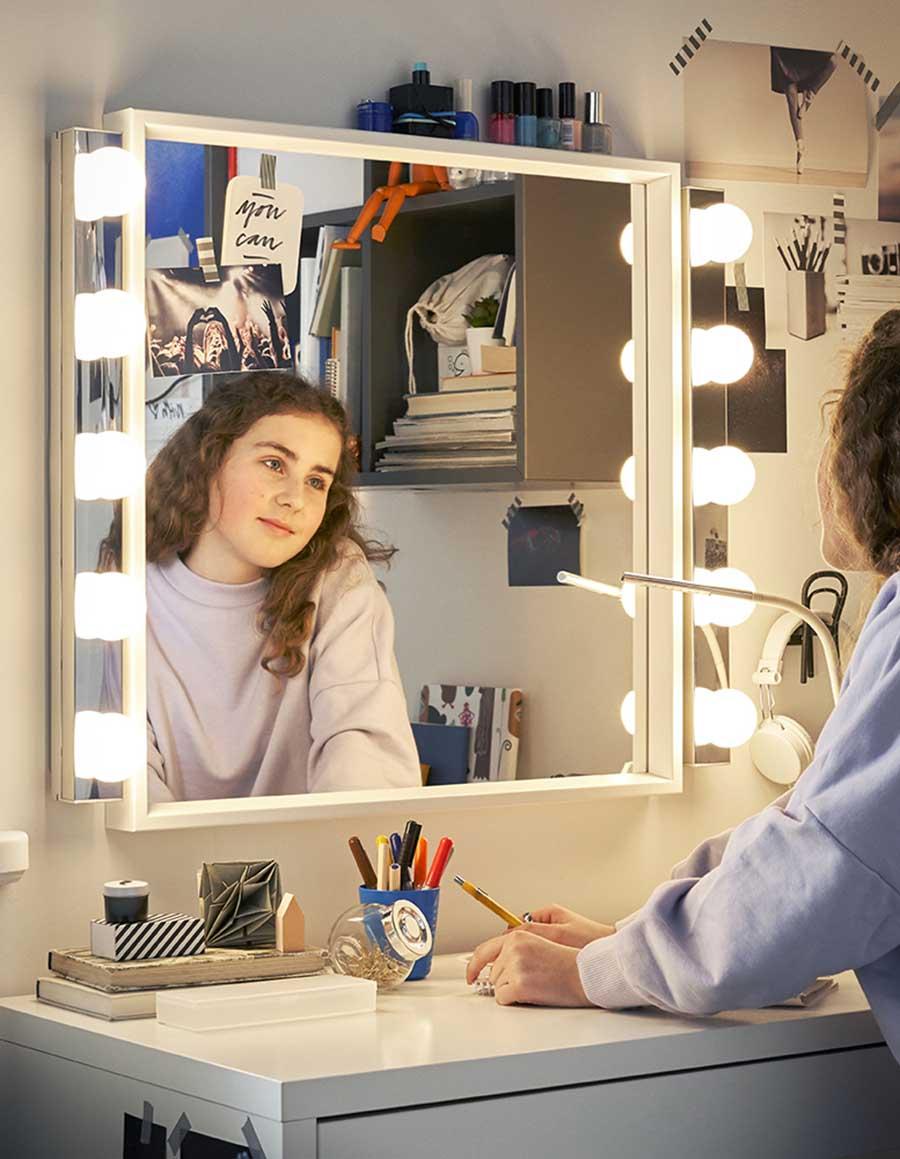 catálogo ikea 2020 dormitorio juvenil tocador con luces y espejo