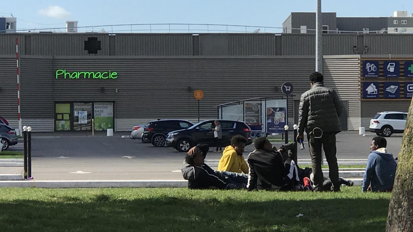 Migrants : la tension monte près du Carrefour Mi-Voix de Calais