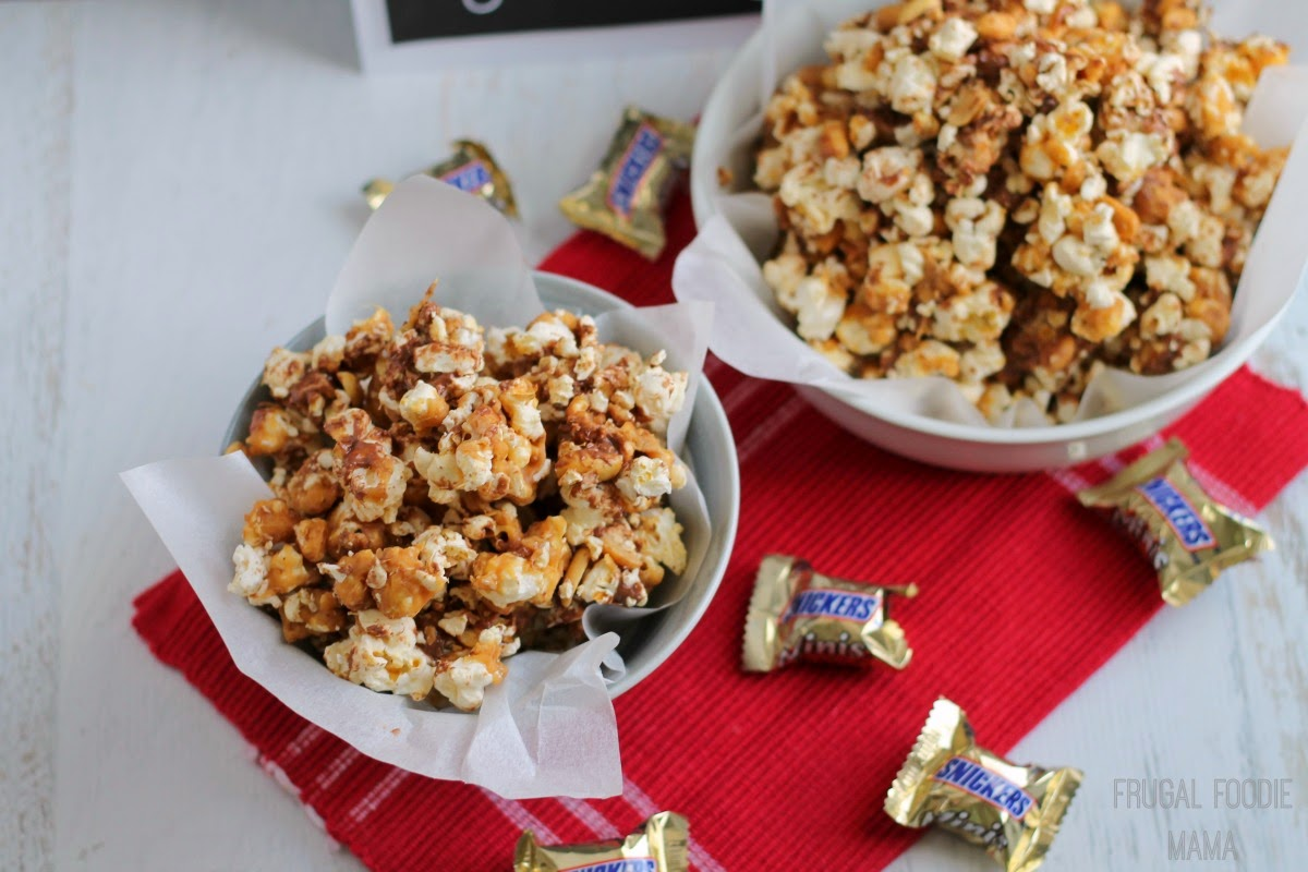 MVPeanut Butter Snickers Popcorn- a sweet and salty, chewy and crunchy sweet treat perfect for game day