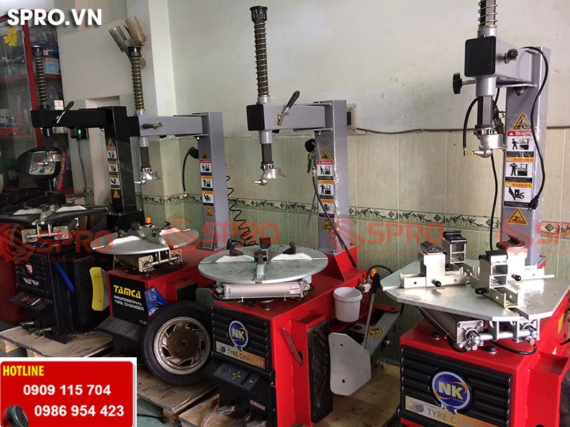 Máy tháo vỏ xe tay ga dành cho tiệm sửa xe máy