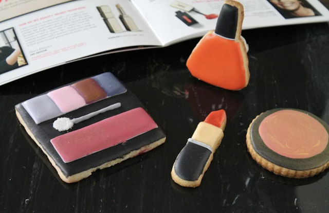 Make up cookies @www.thecookiecouture.com