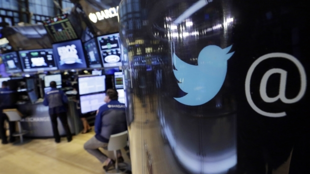 Twitter Minta Maaf Blokir Akun yang Kritis terhadap China