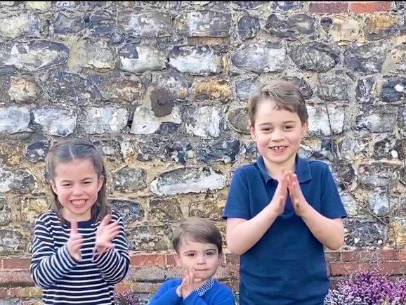 Rodzina Królewska klaszcze i wspiera angielską służbę zdrowia.