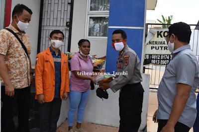 Songsong Hari Bhayangkara Ke 74, Mahasiswa Asal Papua di Jambi terima Bantuan Sembako dari Polda