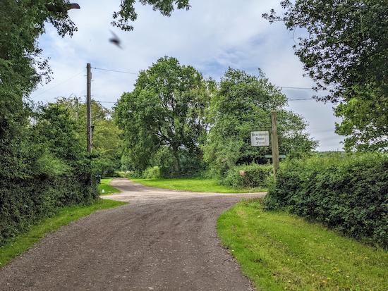 Turn left opposite Beechwood Home Farm sign on Flamstead footpath 47