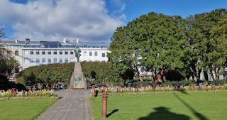 Reykjavík, plaza Austurvöllur.