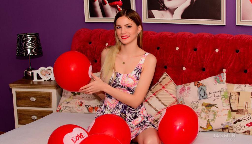 https://www.glamourcams.live/chat/LilyJoy