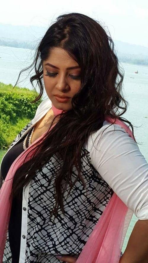 Actress Mousumi Best Photos & Short Biography 4