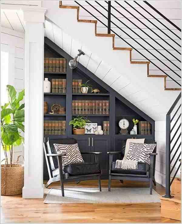 Trang trí gầm cầu thang thành giá sách