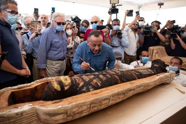 Μεγάλη αρχαιολογική ανακάλυψη στην Αίγυπτο - Ήρθαν στο φως 59 άθικτοι σαρκοφάγοι (βίντεο)