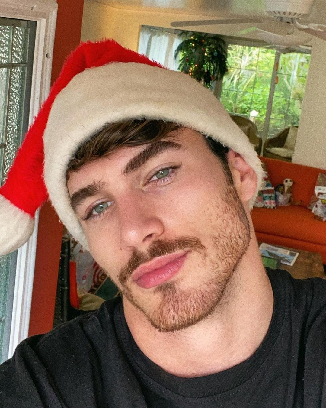 beautiful-gay-model-young-bottom-santa-claus-michael-yerger-christmas-hat