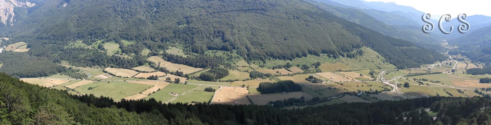 Panorámica desde el Mirador de Larra-Belagua en el Valle de Belagua (Navarra, España)
