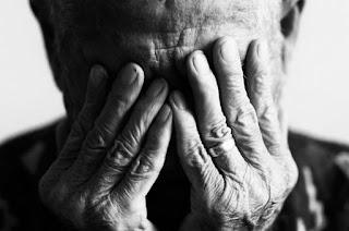 http://vnoticia.com.br/noticia/1305-aposentado-que-sofria-de-depressao-comete-suicidio-na-zona-rural-de-sfi