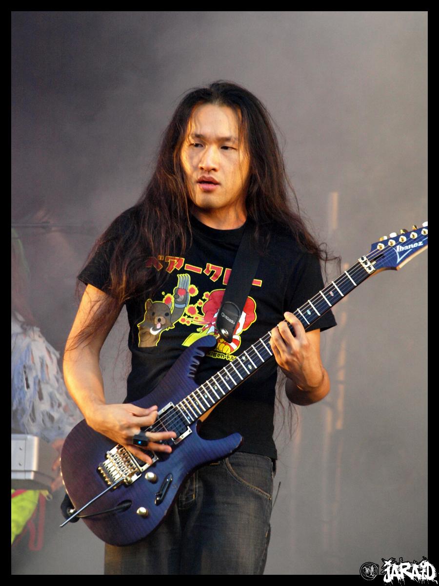 Herman Li Gitaris Power Metal dari Hongkong  Gosip Gambar