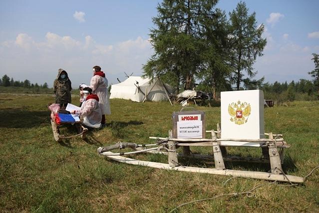 УИК № 558 организован на… санях, стоящих в поле. Была бы зима, еще ничего – а тут лето, и сани…