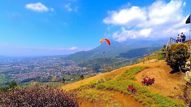 7 Wisata Pegunungan yang Cocok Untuk Keluarga Kecilmu