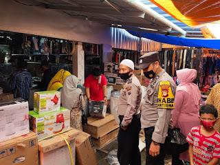 Jaga Ketertiban Dan Keamanan, Bhabinkamtibmas Patroli Di Pasar Citra Baraka