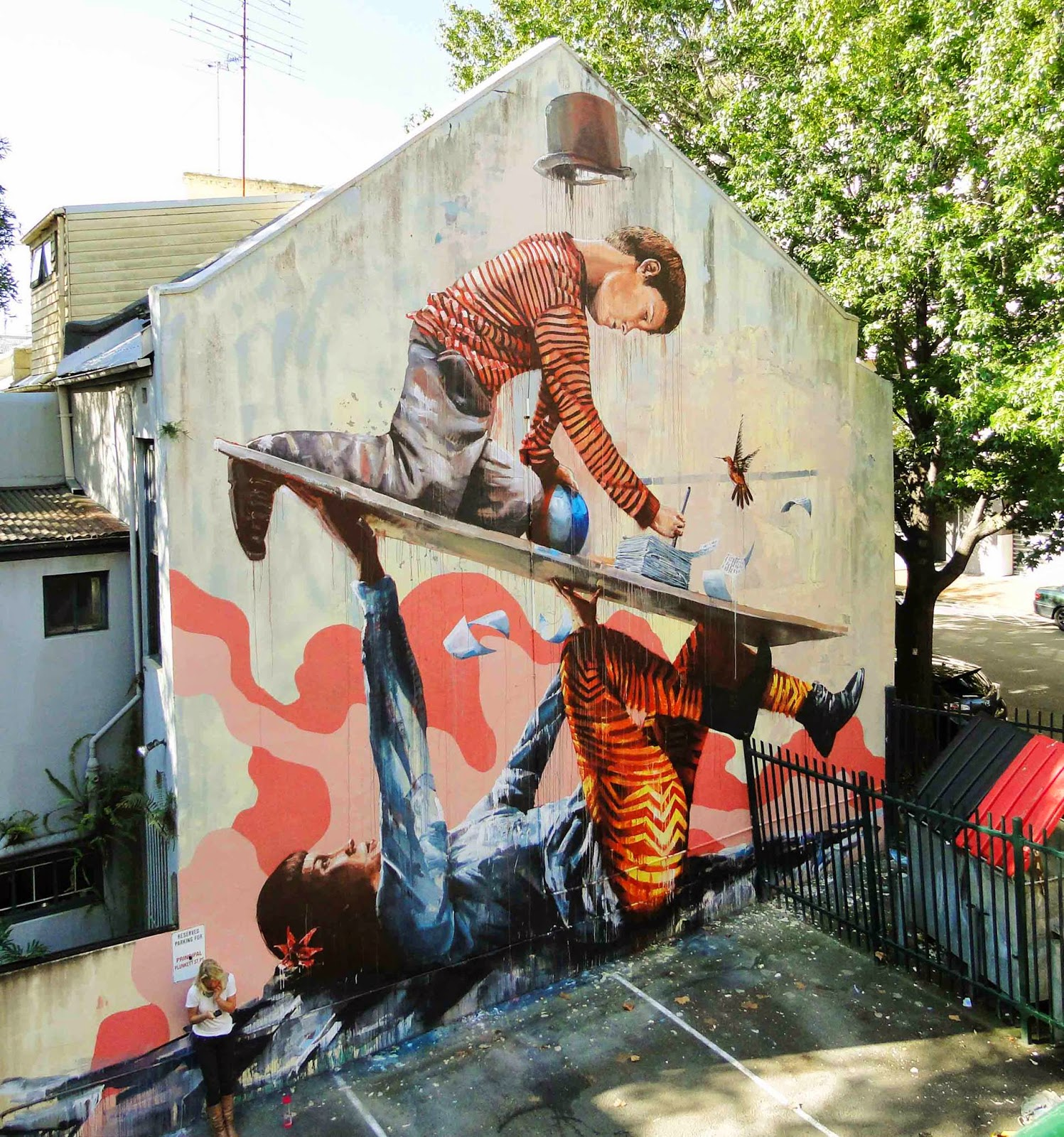 "Our friend Fintan Magee is currently in Sydney where he just wrapped up this amazing new piece entitled ""Support"" somewhere in the district of Wooloomooloo."