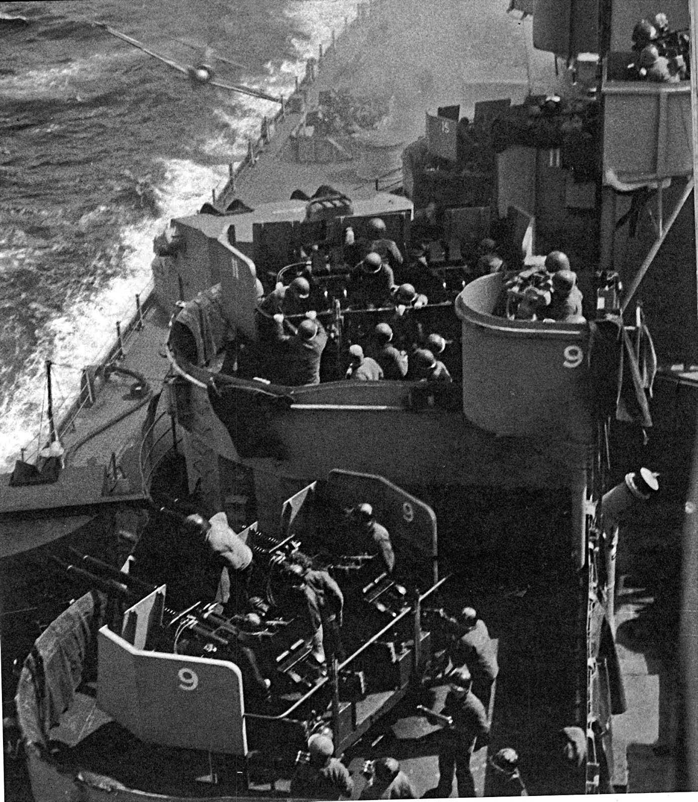 零戦の神風特攻を受ける戦艦ミズーリ