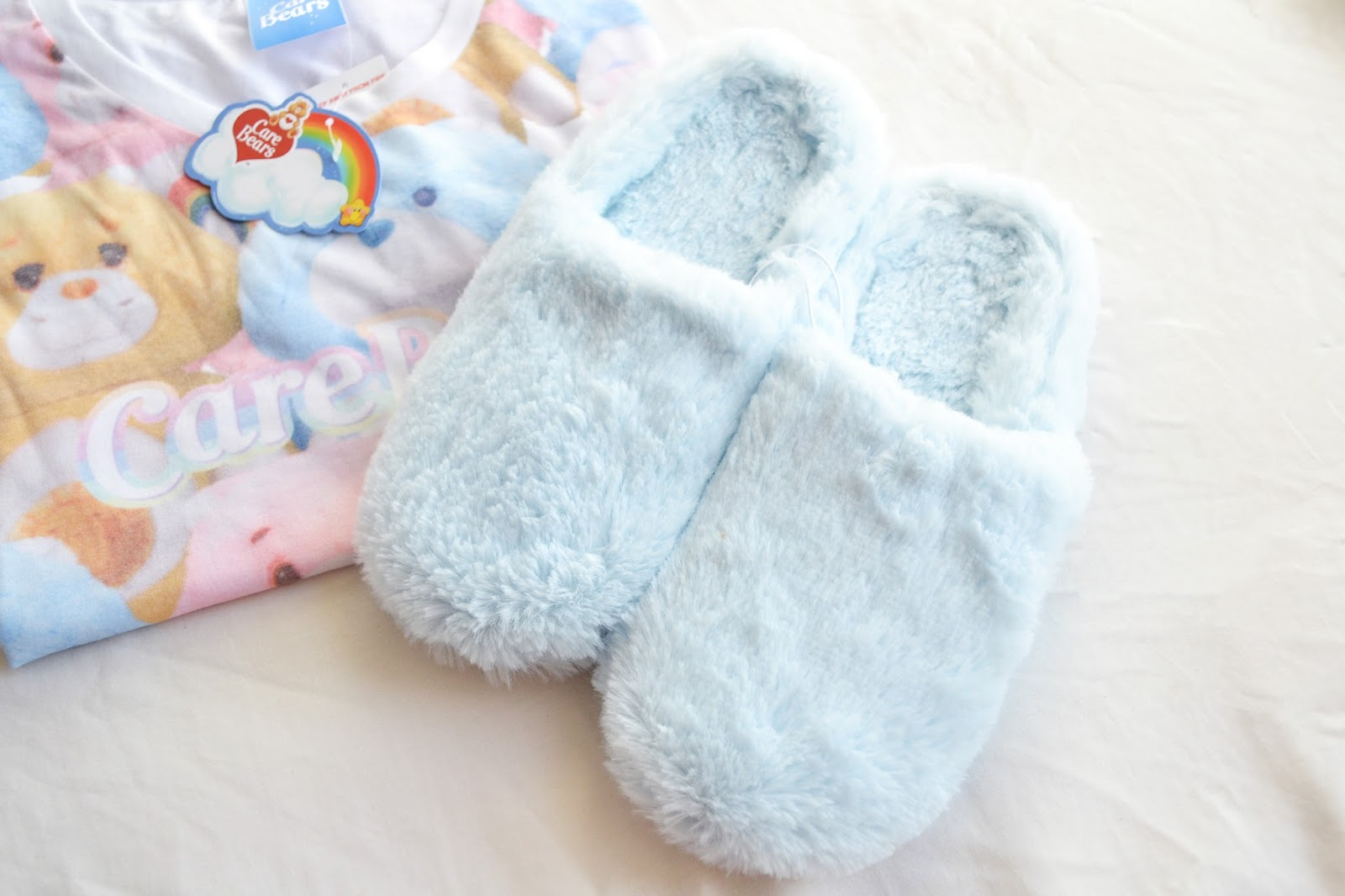 blue slippers, fluffy slippers
