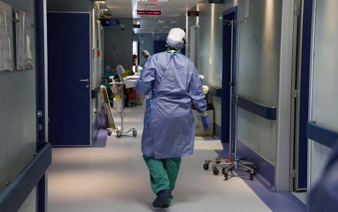 Obbligo vaccinale, scattano le prime sospensioni dal lavoro per gli operatori sanitari
