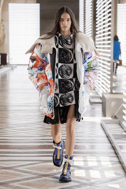 collezione Louis Vuitton Fornasetti collezione Louis Vuitton autunno inverno 2021 fashion moda Parigi sfilate Parigi Louvre mariafelicia magno fashion blogger colorblock by felym fashion blogger italiane blog di moda italiani italian fashion bloggers