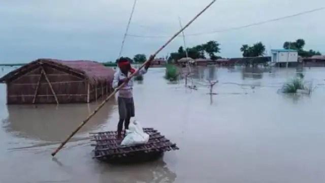 बिहार में बाढ़ और बारिश से हाहाकार, पटना में तेजी से बढ़ रहा गंगा का जल