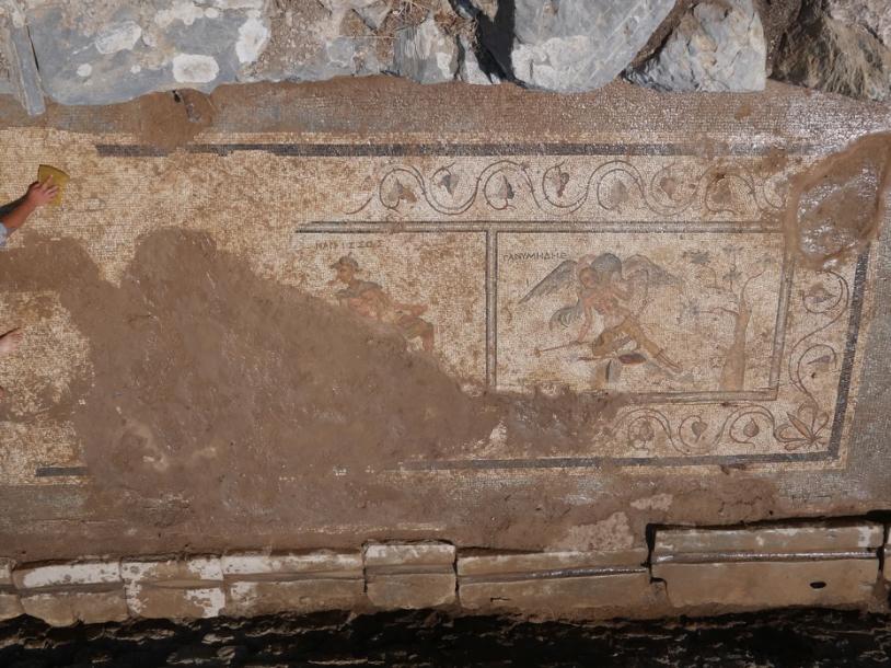 Estos mosaicos cubrían el suelo de una letrina del siglo II d.C. en la antigua ciudad de Antiochia ad Cragum, en la actual Turquía. Foto: Antiochia ad Cragum Excavations.