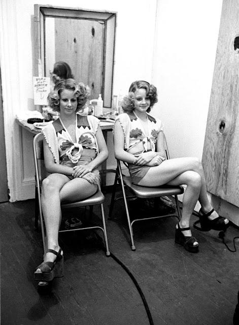 Jodie Foster con su hermana Connie Foster, su doble en la película Taxi Driver