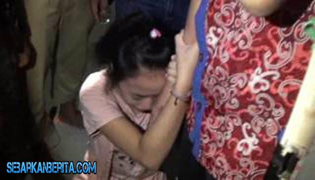 Siswi SMP DiGrebek Ibu Kandungnya Saat Tengah Berhubungan Badan di Kamar Hotel