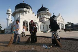 Jelang Ramadhan, Mesjid-Mesjid Di Banda Aceh Dibersihkan