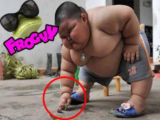 Memes de gordos y gordas causan gordura obesidad niño obeso haciendo ejercicio