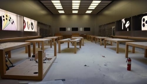 After the theft Apple has temporarily closed its store in the U.S