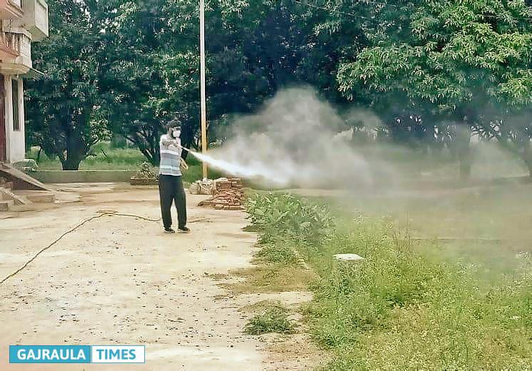 pusvendra-singh-spraying